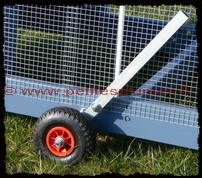 "Roues � levier du poulailler mobile ""Chicken Tractor Stagecoach""."